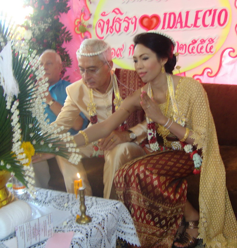 http://www.thaipersonalconnections.com/uploads/images/Wedding%204.jpg